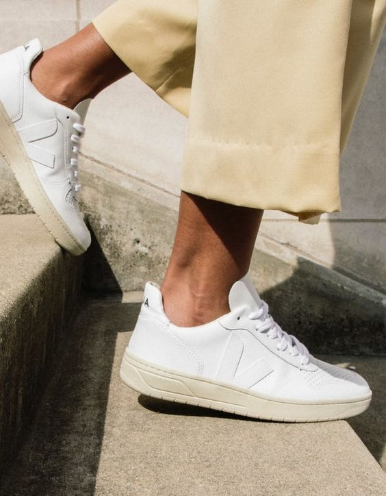 Búcsúzz el a fehér cipőidtől: Ez a sportcipő lesz a legmenőbb ősszel