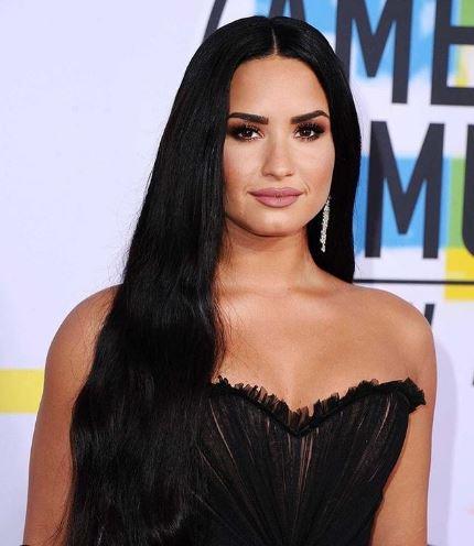 Szokatlan esküvőt tervez Demi Lovato: Csak így hajlandó oltár elé állni