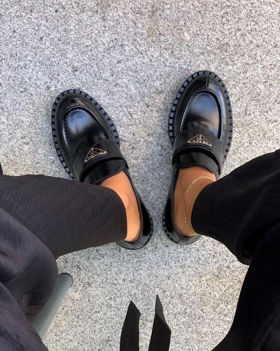 Nem tudod, miben menj az irodába? Íme a tökéletes lapos talpú biznisz cipő