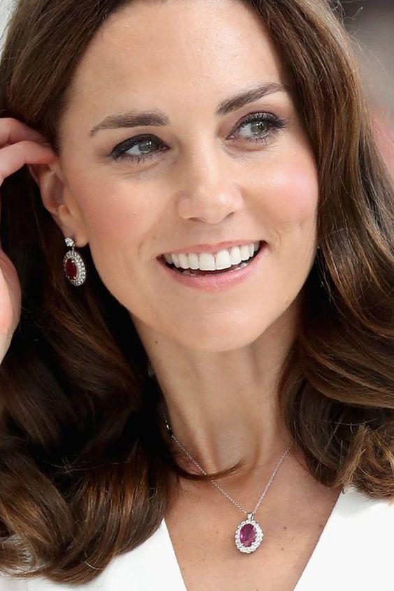 Akár a tiéd is lehet: Most megvásárolható Katalin hercegné fülbevalója