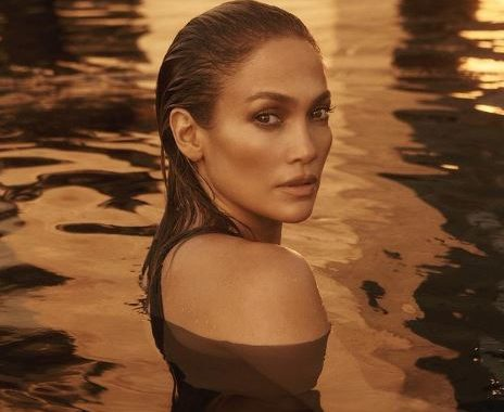 Lenyűgöző és szexi, levetkőzött Jennifer Lopez