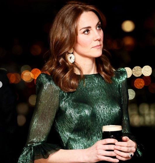 Csapj le rá, amíg lehet! A H&M-ben megvásárolható Katalin hercegné ruhája