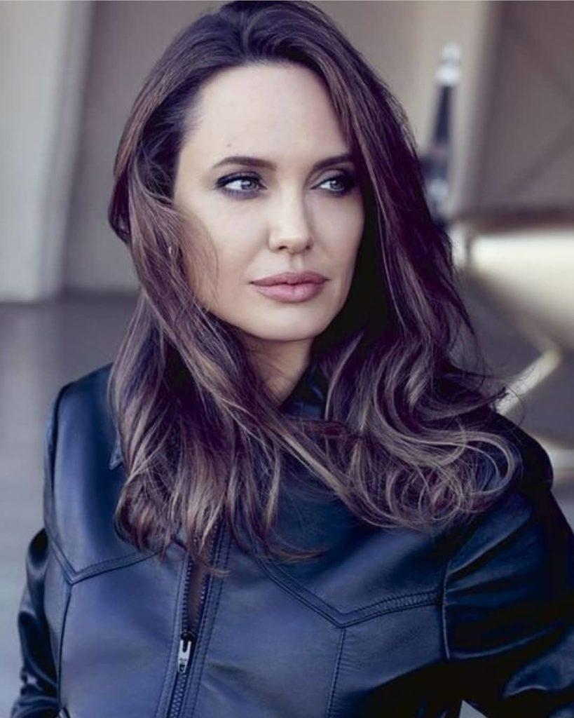Angelina Jolie a fiával vásárolgatott, nagyon stílusos szettben látták