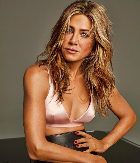 Jennifer Aniston frizurát újított: Szőkébb, mint valaha – fotók