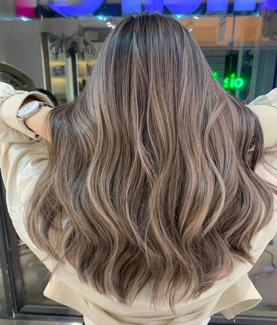 Hamubarna jelenleg a legütősebb hajszín, és még sokáig ez is marad