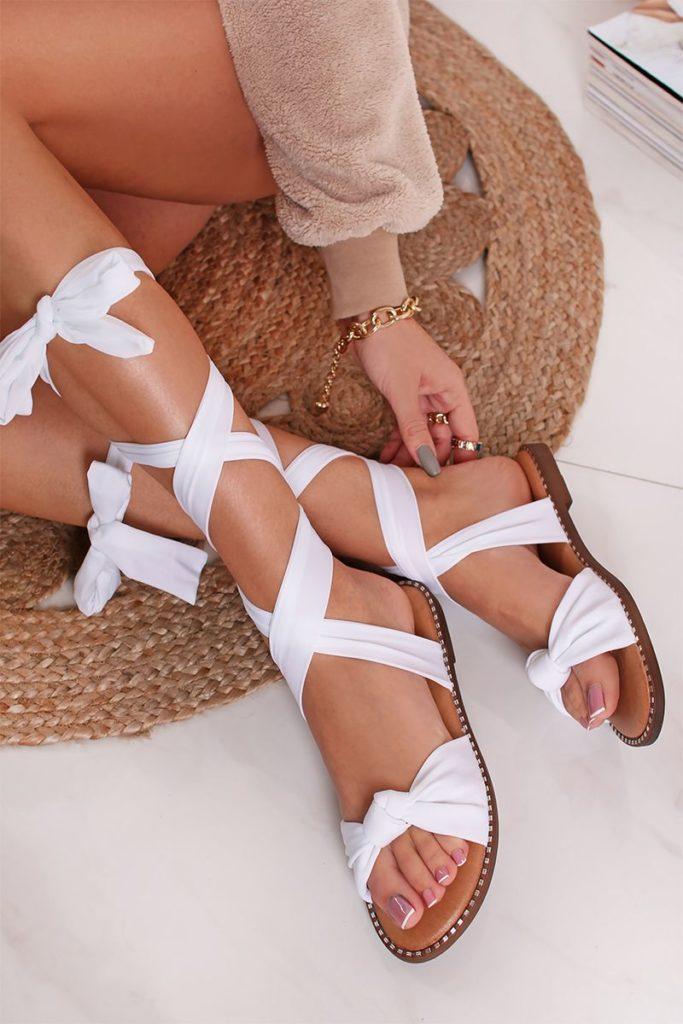 Te melyiket szerzed be? Ezek lesznek a tavaszi/nyári cipő trendek idén