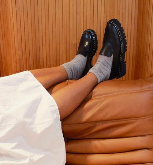 A tavasz legnagyobb cipőtrendje már kapható a H&M-ben, és fillérekbe kerül
