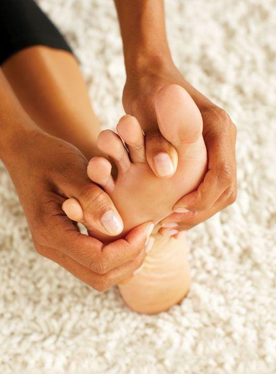 Az otthoni munkavégzéstől fáj a lábad? Itt a válasz, hogy miért