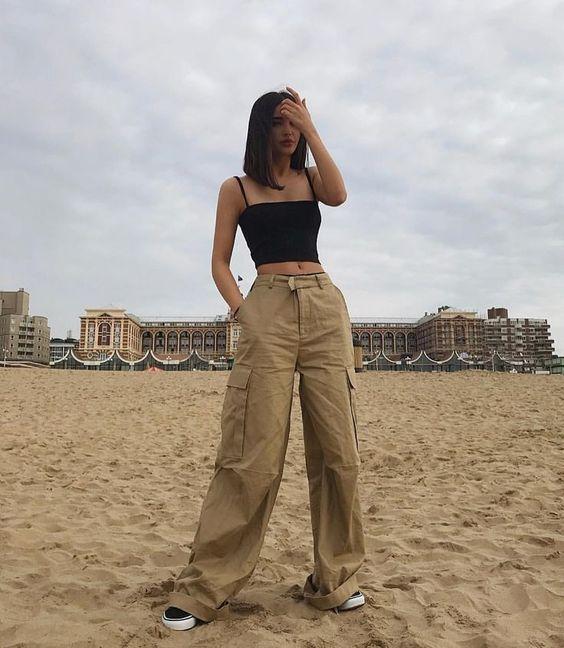 Szeretheted vagy utálhatod, de újra divat ez a nadrág
