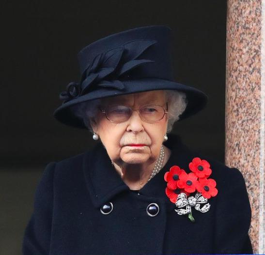 Erzsébet királynő dühöng, nagyon megharagudott Károly hercegre