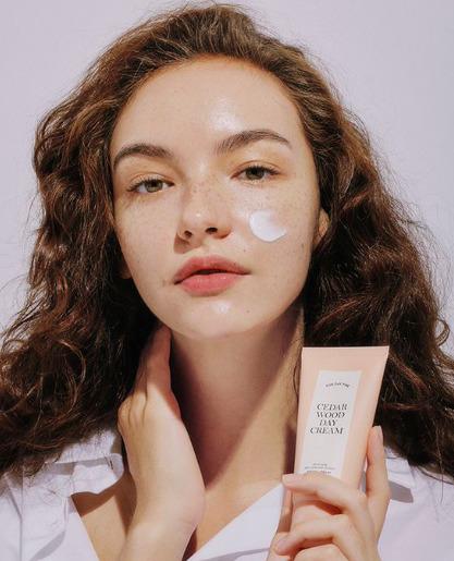 Mi az egészségesebb a bőr számára: A szérum, vagy a krém?