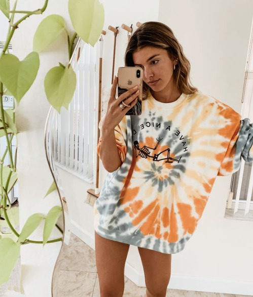 Hippiktől a Haute Couture-ig: A Tie-Dye trend története