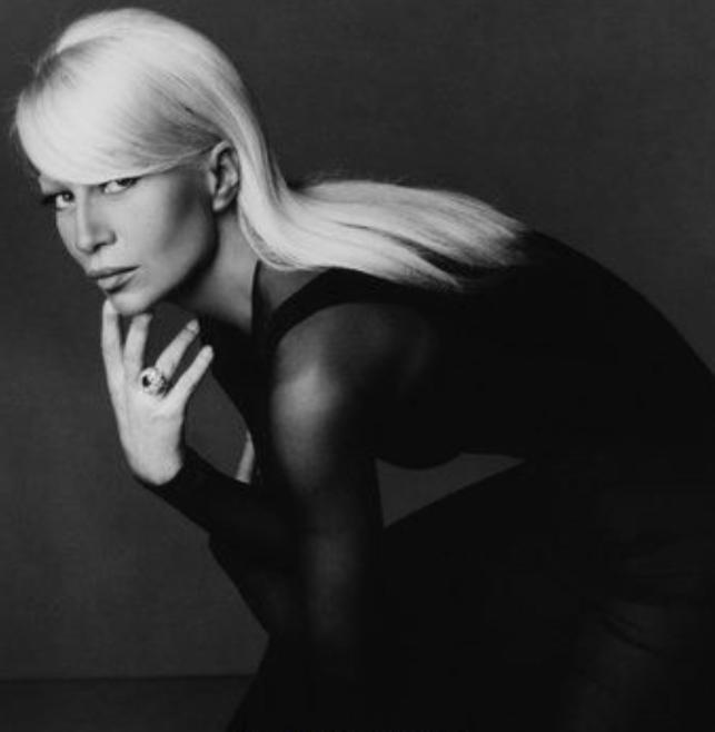 Szépségből szörnyeteg: Miért döntött úgy Donatella Versace, hogy felismerhetetlenségig megváltoztatja a megjelenését