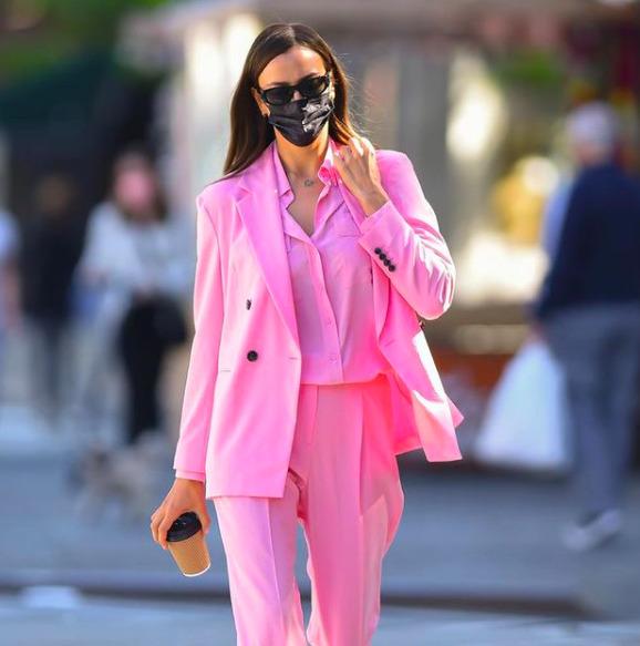 Menő vagy ciki? Irina Shayk cipőjén vitatkozik a fél internet -Fotó