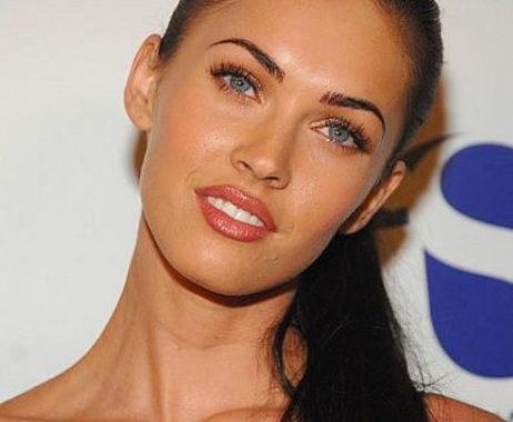 A plasztikai sebészet királynője: Hogyan műttette magát bomba nővé Megan Fox