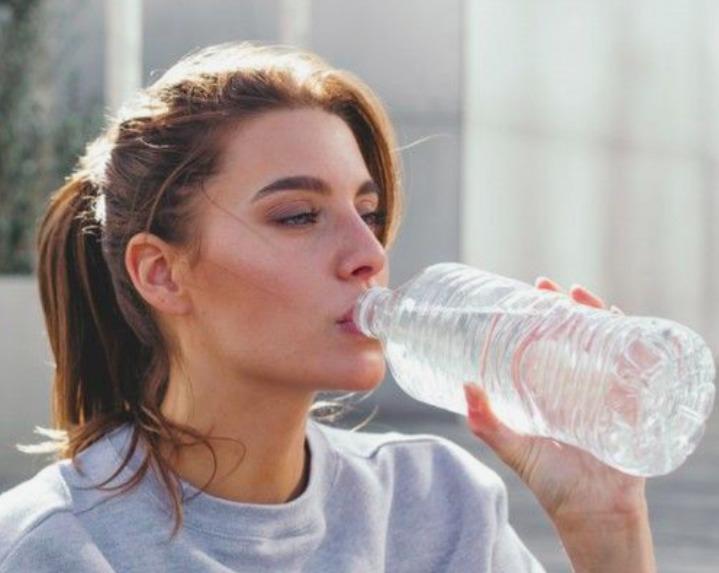 Szénsavas vagy buborékos víz? Ez az egészségesebb