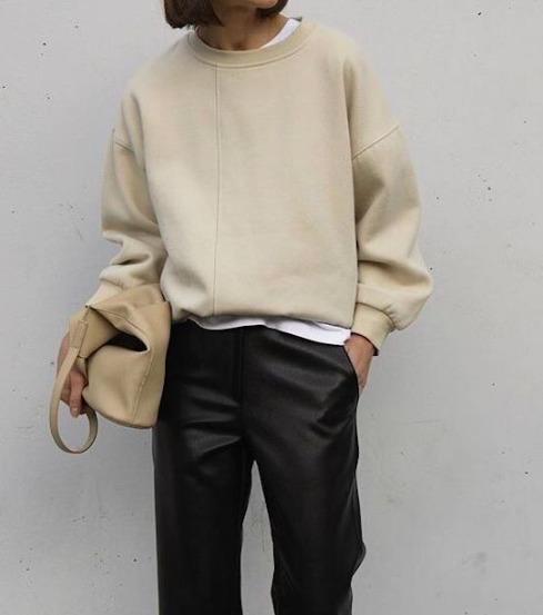 Diszkrét divatirányzat: Ez a pulóver 2021-ben a legsokoldalúbb ruhadarab