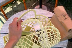 Ez az új táskatrend a gyermekkori emlékeinket idézi fel