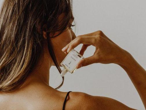 Ha parfümöt teszel erre a furcsa testrészre, az egész nap kitart