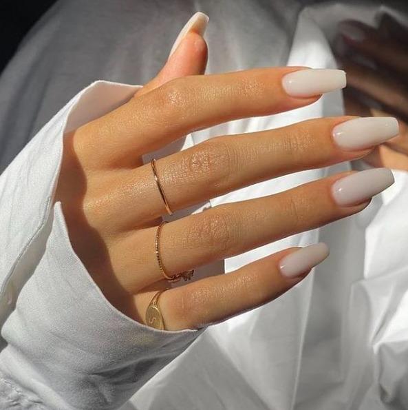 A poligél köröm most manikűrtrendként hódítja meg körmeinket