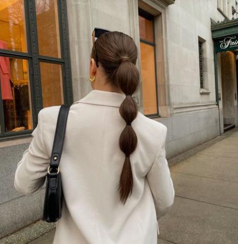 Felejtsd el a fonott frizurákat! Most buborékfonatokat viselünk